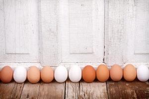 Есть ли разница между белыми и коричневыми яйцами?