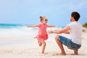 Как маленькая дочка опозорила отца на весь пляж: курьезная история