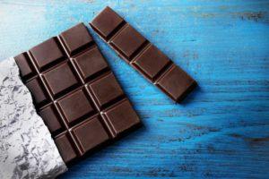 Черный шоколад полезен далеко не всем