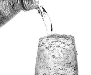 Что полезнее пить: газированную воду или воду без газа?