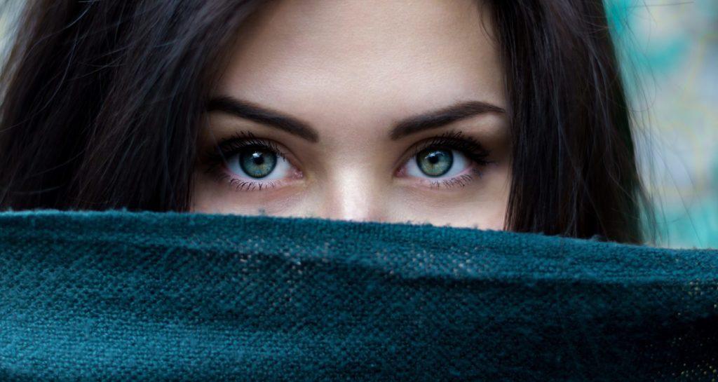 people 2605526 1920 1024x545 - 25 интересных фактов о глазах и зрении